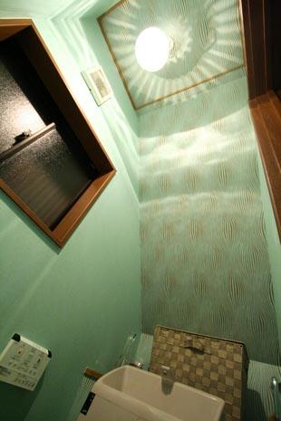 階段下 トイレリフォーム アクセント